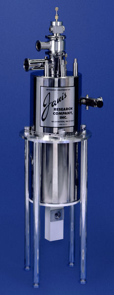 SVT-200-5_large_optical_SuperVariTemp_reservoir_cryostat_SampleInFlowingVapor